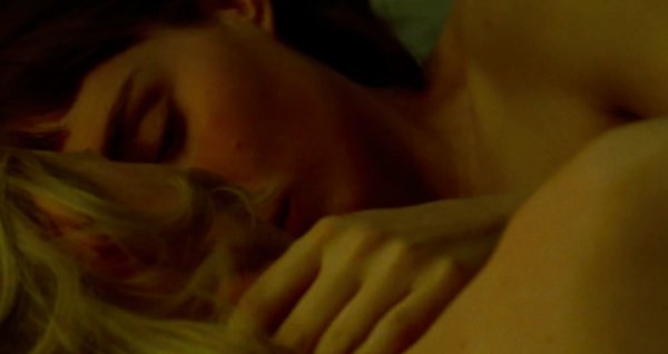 carol-movie-images-cate-blanchett-rooney-mara-bed-kissing-scene-2