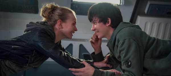 britt-robertson-asa-butterfield-the-space-between-us-movie-image